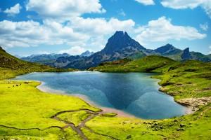 Midi-Pyrénées : Vue sur le Pic du Midi d'Ossau dans les Pyrénées