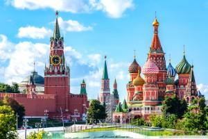 Moscou : Cathédrale Saint-Basile et Tour Spasskaya sur la Place Rouge, Moscou