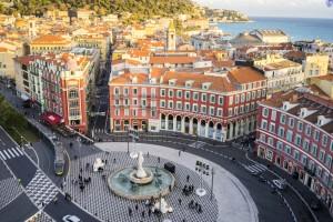 Nice (Alpes-Maritimes) : Fontaine du Soleil sur la Place Messena à Nice