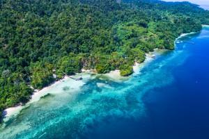 Papouasie indonésienne : Vue aérienne au dessus de Raja Ampat