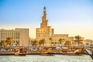 Qatar : Dhow Harbor et la mosquée de Doha