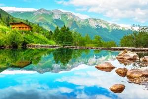 Slovaquie : Lac de montagne Zelene pleso dans le Parc National des Hautes Tatras