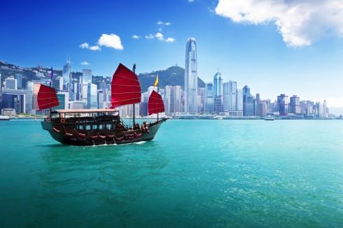 Hong Kong : Bateau à voile traditionnel dans le port de Hong Kong