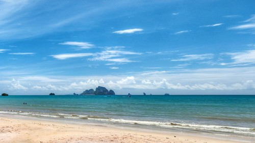 Krabi - Ao Nang : Noon at Ao Nang Beach