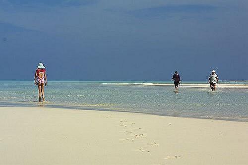 Marsh Harbour : Beach walk Abacos