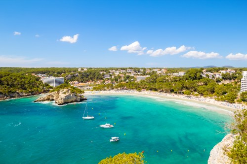 Minorque : Cala Galdana, une plage populaire de Minorque