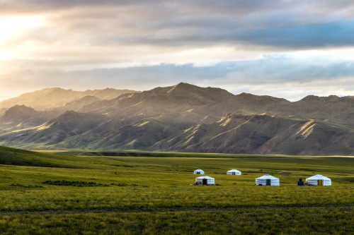 Mongolie : Yourtes et paysage de Mongolie