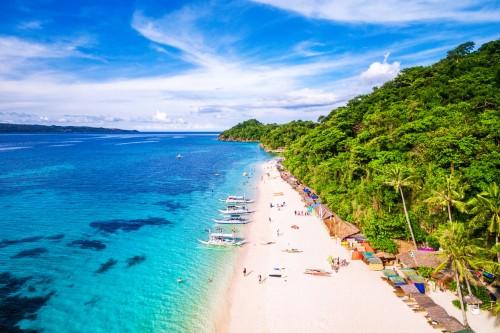 Philippines : La célèbre plage de White beach sur l'île de Boracay
