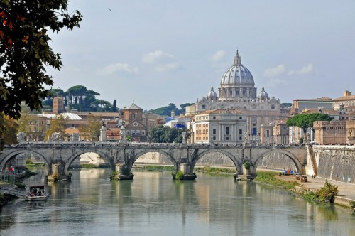 Rome : Italy-0738 - Crossing the Tiber