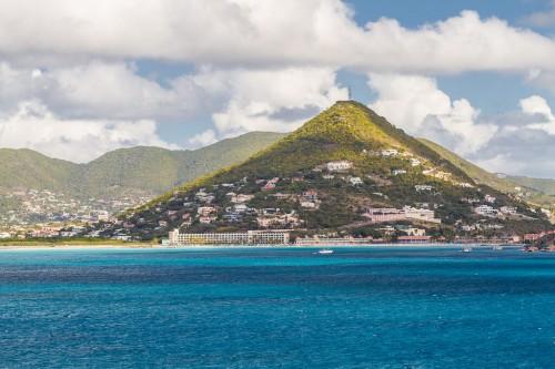 Saint-Martin : Houses on a Mountain at St Martin