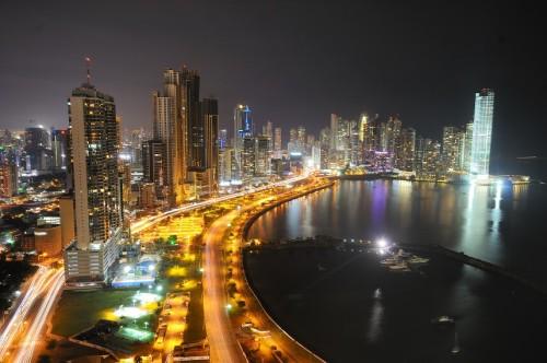 Ville de Panama : Panama City at night (skyline from Ave. Balboa)