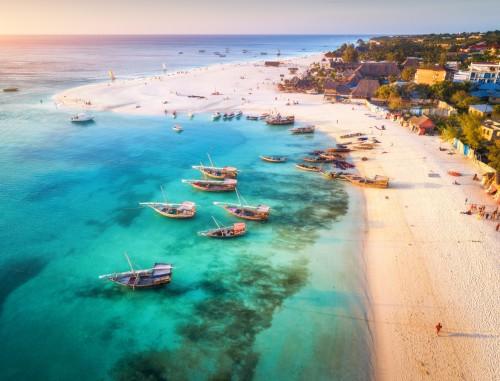Zanzibar : Plage de rêve et bateaux de pêche à Zanzibar