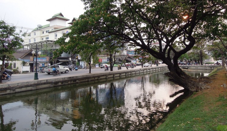 Chiang Raï : Part of the moat surrounding the historical city centre of Chiang Mai