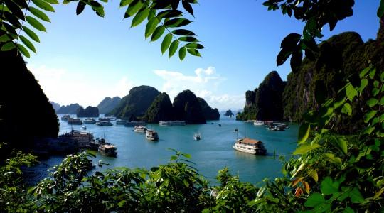 Baie d'Halong au Vietnam : que penser des croisières «tout inclus» ?